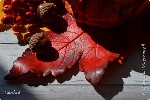 Хочу вам показать как сделать такой декор на хеллоуин  Вам понадобится: -Глина:Красная, оранжевая, бежевая, коричневая, жёлтая -пастель разных оттенков -ножи и инструменты (круглогубцы, кусачки, зубочистка...) -пастамашина и акриловый роллеры -листья с деревьев -фольга и много салфеток -фимо лак глянцевый и фимо ликвид -проволока 0,3 мм -тарелка или другая подложка  Видео состоит из 4 частей 1 и 2 с русскими субтитрами До 3 и 4 еще не дошла, скоро будут  Надеюсь вам понравится фото 2