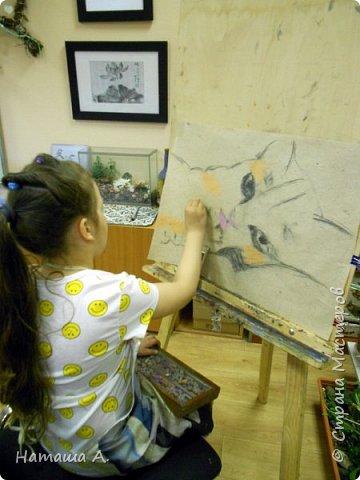 Покажу совместную работу внучки Мирославы и замечательного преподавателя-художника детской студии Надежды Николаевны. Рисунок пастелью.  фото 3