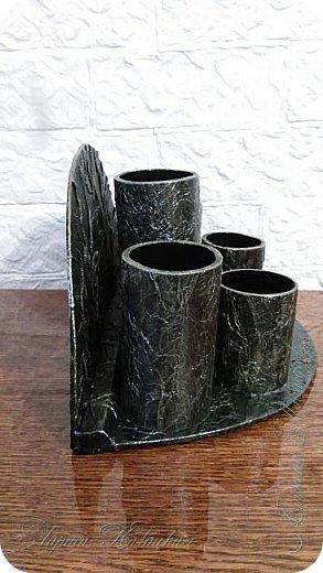 Органайзеры или карандашницы из картонных трубок,не подходящих для изготовления моих шкатулок...эти трубочки оказались меньше диаметром и немного тоньше стеночки...вот решила их так приспособить. фото 11