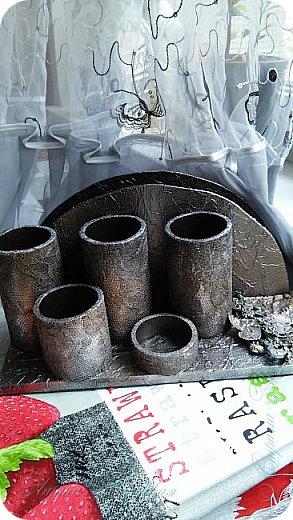 Органайзеры или карандашницы из картонных трубок,не подходящих для изготовления моих шкатулок...эти трубочки оказались меньше диаметром и немного тоньше стеночки...вот решила их так приспособить. фото 2