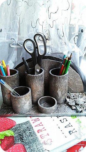 Органайзеры или карандашницы из картонных трубок,не подходящих для изготовления моих шкатулок...эти трубочки оказались меньше диаметром и немного тоньше стеночки...вот решила их так приспособить. фото 1