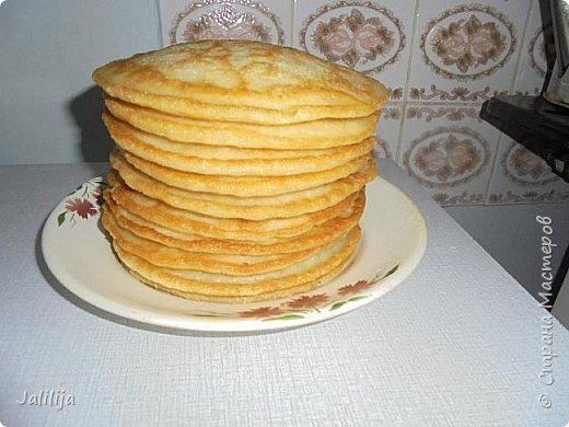 """Уважаемые мастерицы-хозяюшки, сегодня делюсь с вами рецептом татарских блинов. В переводе  с татарского их название звучит как """"хлеб на сковороде"""". Они действительно как хлеб, толстые, сытные  и очень вкусные. У каждой хозяйки свой рецепт, я пишу, как я делаю. Этот рецепт для тех, у кого постоянная нехватка времени. С быстрыми дрожжами, которые не надо ждать, пока они поднимутся. фото 8"""