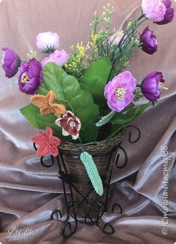 Ирина успела  сплести несколько листиков и цветочков. фото 3