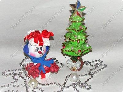 Доброго времени суток! Новогодняя игрушка из фоамирана, изготовлена при помощи молдов. фото 4