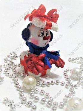 Доброго времени суток! Новогодняя игрушка из фоамирана, изготовлена при помощи молдов. фото 1