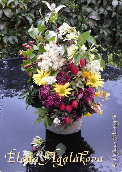 Добрый день! Сегодня я к вам с осенними композициями из цветов и листьев.  Этим летом я решила осуществить еще одну свою мечту - научится цветочному дизайну. Очень люблю цветы, травки-муравки, деревья и вообще все растения. Очень увлекательно работать с цветами! Я взяла небольшой курс по цветочному дизайну. Дома делаю оранжировки из того что под рукой, беру цветы которые под рукой и из своего садика. Конечно сейчас почти все отцвели...  Другие композиции делала для цветочного магазина где начала работать. Делюсь красотой! фото 6