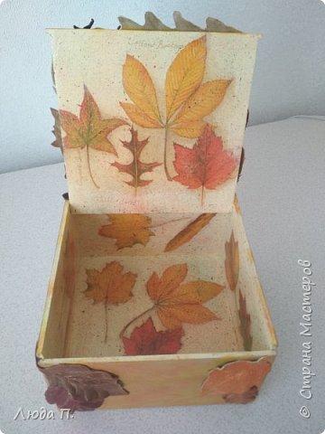 Всем здравствуйте! Принес мне муж с работы две фанерные коробочки, в них были посылки. Сделала в осеннем стиле, сверху- любимая кожа, внутри - декупаж. фото 9