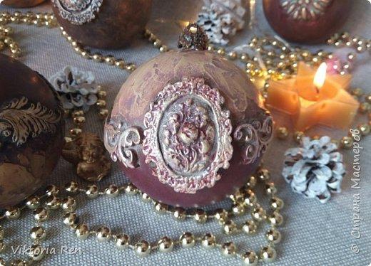 Здравствуйте! Моя новая работа. Елочные шарики. В работе использовала пластиковые шары, акриловую краску, глину, силиконовые молды, шпаклевку, металлические воски. фото 8