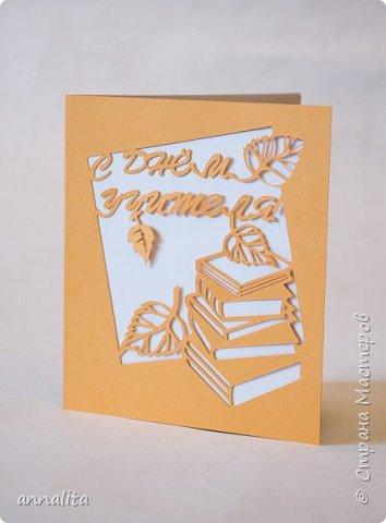 Здравствуйте всем! Ко Дню учителя подготовила новую открыточку. Немного пастельная получилась. Сделала позже вторую, более контрастную, с коричневым внутренним слоем.