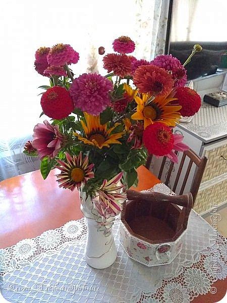 Дорогие учителя! От всего сердца хочу поздравить вас с Днем Учителя! Моя внучка первоклашка, поэтому сделали вместе с ней такие подарочки для первой учительницы и учительницы по танцам. Шоколадница и блок для записей.  фото 24