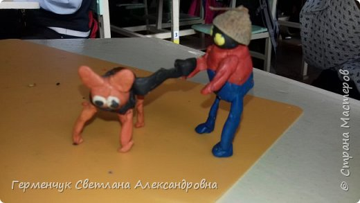 Добрый вечер  СМ !!!  Сегодня на уроке труда  ребята  работали с желудями и пластилином.  Шилом проткнули отверстие  и  протянули проволоку  сверху желудя - руки и снизу .- ноги. Получились  интересные  пластилиновые  этюды. Предлагаю Вам посмотреть.  Девочка Даша на прогулке с любимым питомцем   фото 50