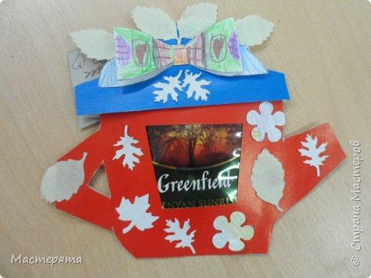 Всем здравствуйте! Меня зовут Маша, я хочу показать вам открыточки, которые мы сделали в подарок бабушкам ко Дню Добра и уважения. Вот такие чайнички с сюрпризом помогла нам смастерить наша воспитательница Вера Андреевна. фото 6