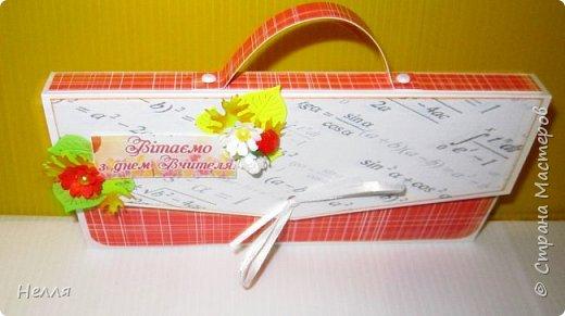 Попросил муж сделать бюджетные подарки на день Учителя. Решили сделать оригинальную упаковку для шоколадки и чая. Схему портфеля сделала, но хотелось на упаковке отразить предмет преподавателя. фото 6