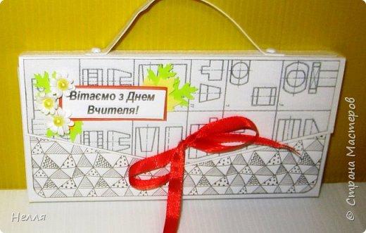Попросил муж сделать бюджетные подарки на день Учителя. Решили сделать оригинальную упаковку для шоколадки и чая. Схему портфеля сделала, но хотелось на упаковке отразить предмет преподавателя. фото 7