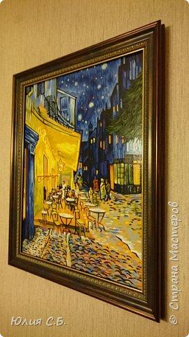 """Репродукция картины Винсента ван Гога """"Ночная терраса кафе"""". Написана им в Арле в 1888 г. Оригинал находится в музее Крёллер-Мюллер в Нидерландах.  фото 3"""