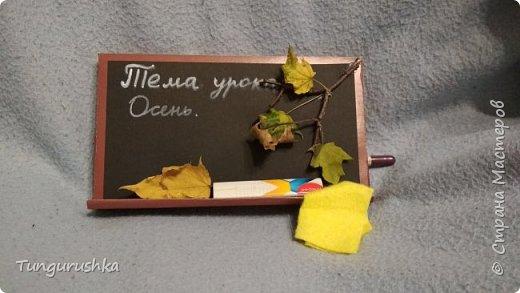 На скорую руку сотворили с детьми красивую упаковку для большой плитки шоколада в подарок учителям. В этом году выполнили в виде классной доски. фото 3