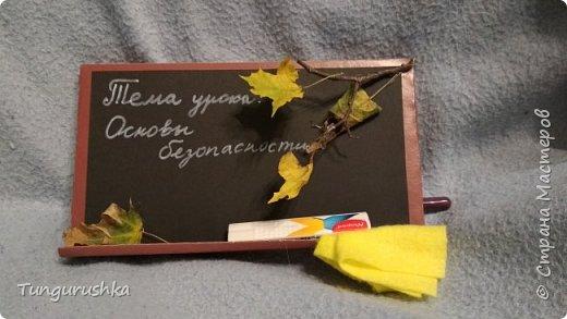 На скорую руку сотворили с детьми красивую упаковку для большой плитки шоколада в подарок учителям. В этом году выполнили в виде классной доски. фото 1