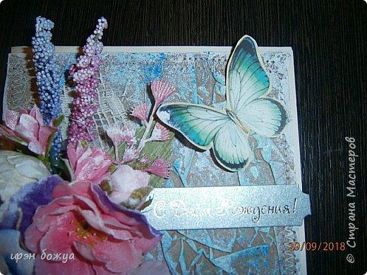 И снова открытка. В этой открытки я использовала самодельный мятый фон из крафтбумаги, прошитый на швейной машинке. Украсила чипбордом, вырубками, готовыми и самодельными  цветами, наклейка- бабочка. фото 4