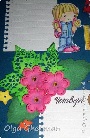 """Здравствуйте, дорогие жители Страны Мастеров! Пришла мне идея в этом году сделать """"Расписание Уроков"""" для дочки....  И почему я раньше до этого не додумалась???!!! Дочка была просто в восторге! А это для меня самая высокая оценка.  Также, я решила сделать """"расписание уроков"""" и для учителей (ко Дню Учителя) для украшения кабинета. Что у меня из этого получилось, вы можете увидеть ниже.... Я постаралась сделать подробный фотоотчет о своих работах... Старалась не упустить ни малейших деталей... Размер примерно 30x50 см... и одно (синее) - 40x65... Очень надеюсь, что вам понравятся мои работы и , возможно, кому-нибудь тоже захочется сделать что-то похожее... Итак, смотрим, что у меня получилось:  фото 19"""