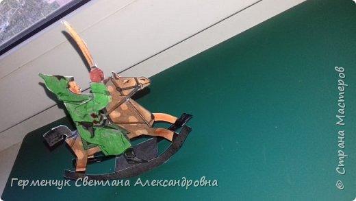 """Добрый вечер , СМ  !!!  В детском журнале увидела  схему  объемной  игрушки качалки  """" Красноармеец"""".  Вырезала и склеила. Получился отважный маленький красноармеец  на лошадке .  Игрушка динамическая . фото 2"""