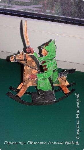 """Добрый вечер , СМ  !!!  В детском журнале увидела  схему  объемной  игрушки качалки  """" Красноармеец"""".  Вырезала и склеила. Получился отважный маленький красноармеец  на лошадке .  Игрушка динамическая . фото 9"""