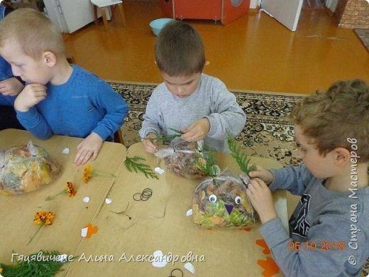 Детский мастер-класс поделки из природного материала «Сова» Представляем вашему вниманию поделки из осенних листьев, которые можно сделать легко и просто своими руками. фото 8