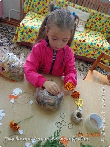 Детский мастер-класс поделки из природного материала «Сова» Представляем вашему вниманию поделки из осенних листьев, которые можно сделать легко и просто своими руками. фото 9