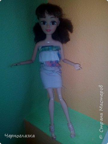 Всем привет! У меня очень хорошее настроение. Потому что 28 сентября мне подарили оригинальную куклу эвер афтер хай. Не могла никак выложить блог, так как школа, д/з.И времени не было. Так что я заболталась. Начнём. ( От лица  Эбби ) Привет! Давно не видились. У меня такая новость. К нам приехала новенькая. Ну что пойдёмте к ней. фото 1