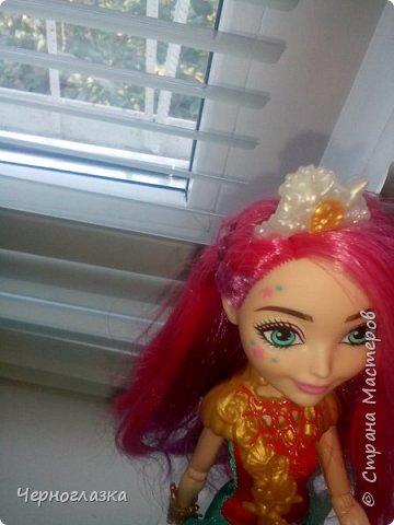 Всем привет! У меня очень хорошее настроение. Потому что 28 сентября мне подарили оригинальную куклу эвер афтер хай. Не могла никак выложить блог, так как школа, д/з.И времени не было. Так что я заболталась. Начнём. ( От лица  Эбби ) Привет! Давно не видились. У меня такая новость. К нам приехала новенькая. Ну что пойдёмте к ней. фото 20