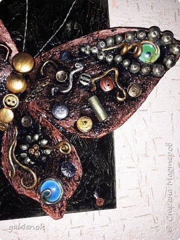 Ещё одна бабочка с яркими камушками фото 2