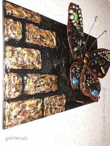 Ещё одна бабочка с яркими камушками фото 4
