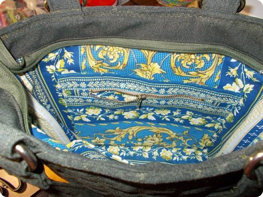 """Немного нашились работы, вот и решила показать их. У меня снова одеяло с калейдоскопами. Назвала его """"Осеннее настроение"""". Голубой фон неяркий - осенний. В блоках много бежевого и коричневого, красненькое напоминает об осенних листочках... Короче, родилось такое название и всё. Одеяло - полуторное - 150х200 см. Утеплитель - синтепон № 200. фото 14"""