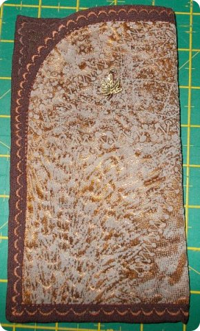 """Немного нашились работы, вот и решила показать их. У меня снова одеяло с калейдоскопами. Назвала его """"Осеннее настроение"""". Голубой фон неяркий - осенний. В блоках много бежевого и коричневого, красненькое напоминает об осенних листочках... Короче, родилось такое название и всё. Одеяло - полуторное - 150х200 см. Утеплитель - синтепон № 200. фото 20"""