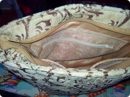 """Немного нашились работы, вот и решила показать их. У меня снова одеяло с калейдоскопами. Назвала его """"Осеннее настроение"""". Голубой фон неяркий - осенний. В блоках много бежевого и коричневого, красненькое напоминает об осенних листочках... Короче, родилось такое название и всё. Одеяло - полуторное - 150х200 см. Утеплитель - синтепон № 200. фото 10"""