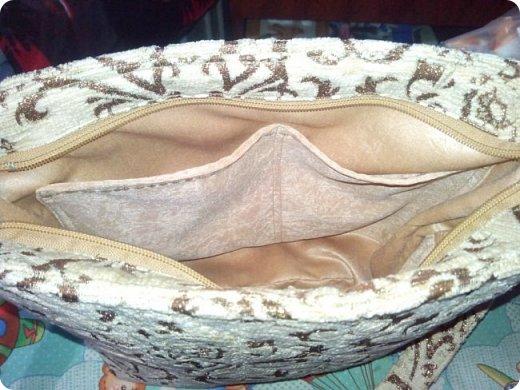 """Немного нашились работы, вот и решила показать их. У меня снова одеяло с калейдоскопами. Назвала его """"Осеннее настроение"""". Голубой фон неяркий - осенний. В блоках много бежевого и коричневого, красненькое напоминает об осенних листочках... Короче, родилось такое название и всё. Одеяло - полуторное - 150х200 см. Утеплитель - синтепон № 200. фото 11"""