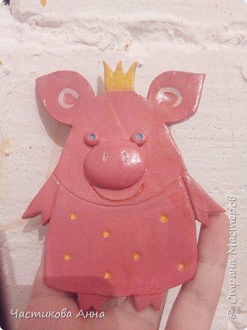 Глиняная свинка)
