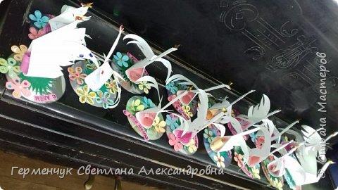 Всем Добрый день !!! Завтра  праздник - День Матери!!!   Мы с ребятами приготовили сувениры  -Лебедушек, чтобы поздравить наших любимым мамочек. Ведь лебедь  это символ возрождения . чистоты, целомудрия, благородства, мудрости, поэзии и мужества, совершенства!!! У всех ребят получились замечательные сувениры!!!   фото 48