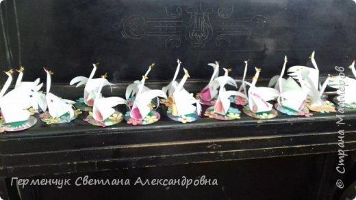 Всем Добрый день !!! Завтра  праздник - День Матери!!!   Мы с ребятами приготовили сувениры  -Лебедушек, чтобы поздравить наших любимым мамочек. Ведь лебедь  это символ возрождения . чистоты, целомудрия, благородства, мудрости, поэзии и мужества, совершенства!!! У всех ребят получились замечательные сувениры!!!   фото 49