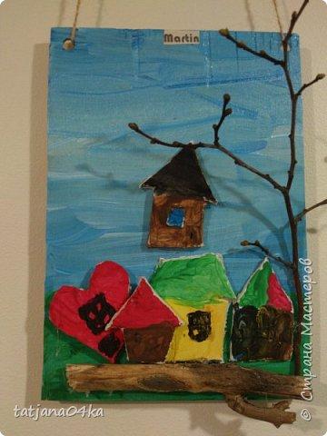 второй раз делаю такие работы с детьми,,,и каждый раз получаются они по разному,,,в это раз сделали меньше  домиков из глины,,но дополнили картинки вертикальными веточками фото 2
