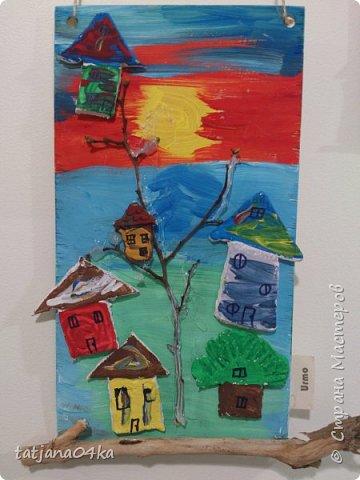 второй раз делаю такие работы с детьми,,,и каждый раз получаются они по разному,,,в это раз сделали меньше  домиков из глины,,но дополнили картинки вертикальными веточками фото 7