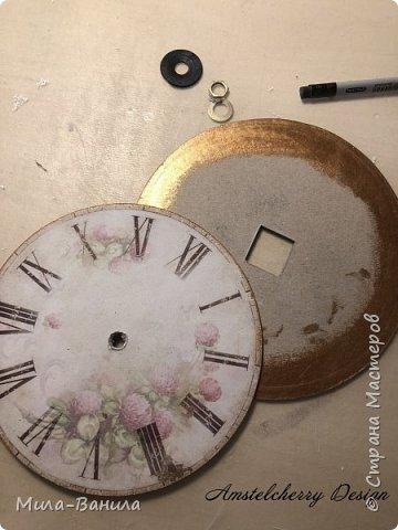 Вот и золотая осень подобралась совсем близко, а это значит самое время мастерить уютные вещицы в дом. Сегодня предлагаю сделать милые часики в детскую ( а может и не только) Нам понадобится: - Переплетный картон 30х40 (3 листа) - Клей полимерный - Грунт акриловый (или плотная белая краска) - Краска акриловая зеленая - Краска металлик под латунь/медь - Краска серая - Часовой механизм - Распечатка ушей и циферблата Приступаем! фото 20