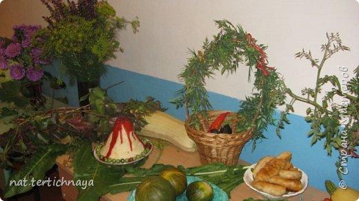 Здравствуйте!!! Ежегодно, в октябре, в нашей школе проводится  Праздник Золотой Осени. И дети с большим удовольствием принимают в нем участие. Готовят костюмы, сценки, поделки из природного материала. фото 7