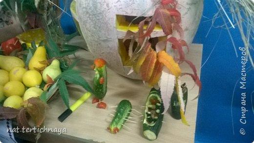 Здравствуйте!!! Ежегодно, в октябре, в нашей школе проводится  Праздник Золотой Осени. И дети с большим удовольствием принимают в нем участие. Готовят костюмы, сценки, поделки из природного материала. фото 27