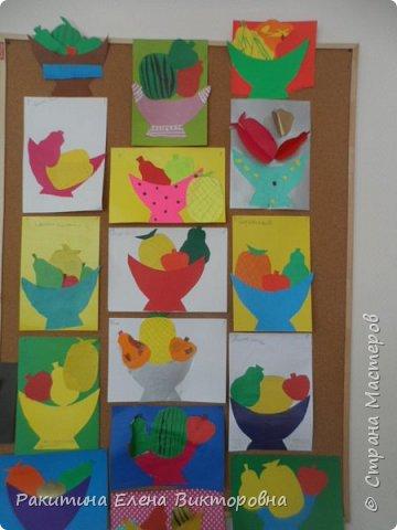 Всем добрый день! На уроке технологии мы с ребятами натюрморт из овощей и фруктов  изображали.  Вырезали по трафаретам, кто-то сделал объемные, кто-то плоскостными. Вот такие картины получились. фото 1