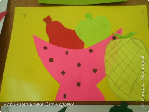 Всем добрый день! На уроке технологии мы с ребятами натюрморт из овощей и фруктов  изображали.  Вырезали по трафаретам, кто-то сделал объемные, кто-то плоскостными. Вот такие картины получились. фото 4