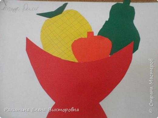 Всем добрый день! На уроке технологии мы с ребятами натюрморт из овощей и фруктов  изображали.  Вырезали по трафаретам, кто-то сделал объемные, кто-то плоскостными. Вот такие картины получились. фото 5