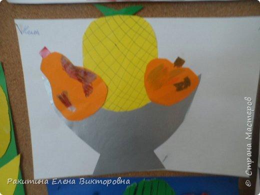 Всем добрый день! На уроке технологии мы с ребятами натюрморт из овощей и фруктов  изображали.  Вырезали по трафаретам, кто-то сделал объемные, кто-то плоскостными. Вот такие картины получились. фото 6