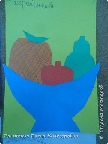 Всем добрый день! На уроке технологии мы с ребятами натюрморт из овощей и фруктов  изображали.  Вырезали по трафаретам, кто-то сделал объемные, кто-то плоскостными. Вот такие картины получились. фото 7