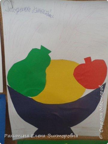 Всем добрый день! На уроке технологии мы с ребятами натюрморт из овощей и фруктов  изображали.  Вырезали по трафаретам, кто-то сделал объемные, кто-то плоскостными. Вот такие картины получились. фото 8