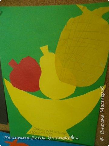 Всем добрый день! На уроке технологии мы с ребятами натюрморт из овощей и фруктов  изображали.  Вырезали по трафаретам, кто-то сделал объемные, кто-то плоскостными. Вот такие картины получились. фото 10